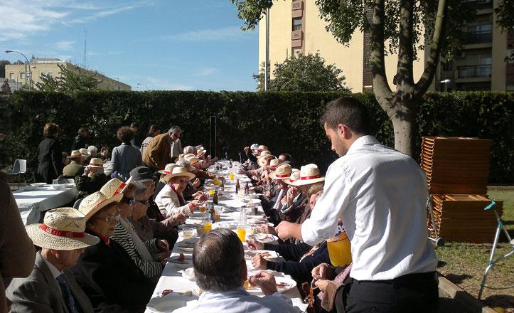 Almuerzo que ofrece la Asociación La Dársena a la tercera edad