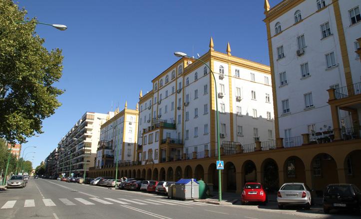 La avenida Reina Mercedes, en los Bermejales