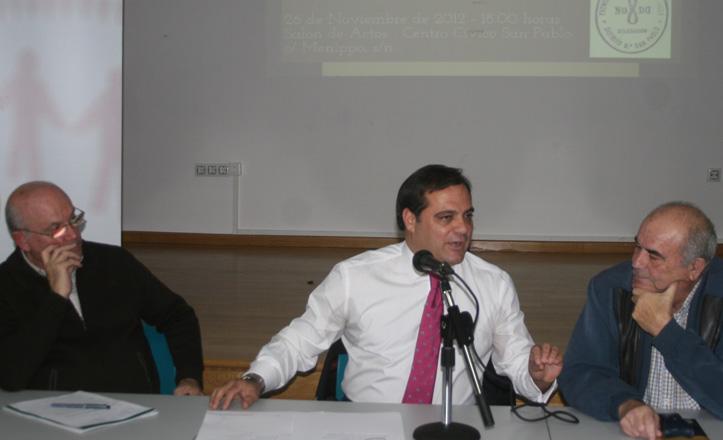 Fermín Caballero, Jaime Ruiz, y Enrique Álvarez, durante la charla-coloquio celebrada en el Distrito San Pablo-Santa Justa