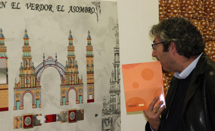 Un visitante observando el cartel de la portada 2013