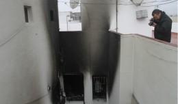 Ventana desde la que saltaron como consecuencia del incendio originado en su casa