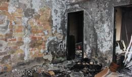 Estado de la vivienda tras el incendio en la calle Aniceo Sáenz