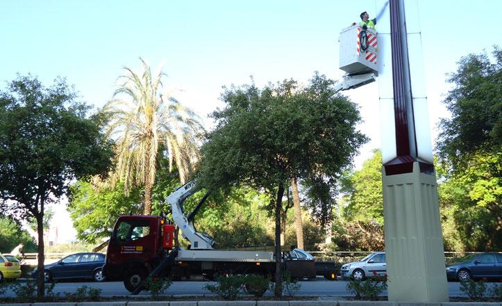 Rehabilitación de las farolas en la avenida Concejal Jiménez Becerril