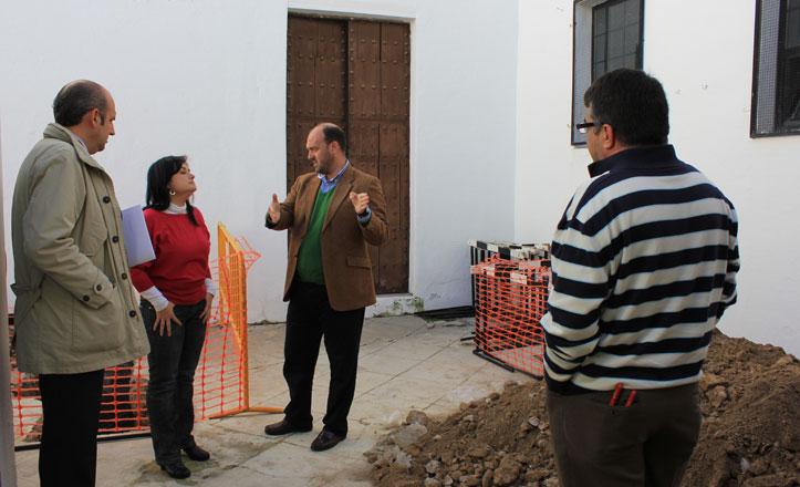 Curro Pérez visita las obras del Colegio San Jacinto en Triana