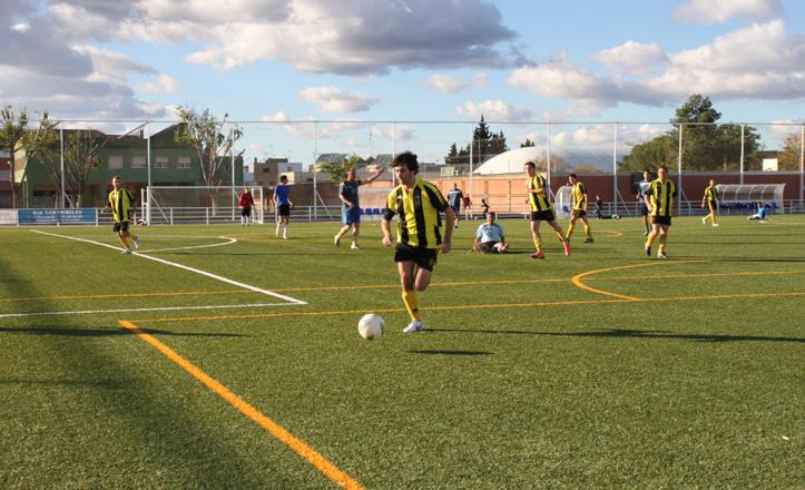 Uno de los cuatro partidos solidarios en el Centro Deportivo San Antonio Drago
