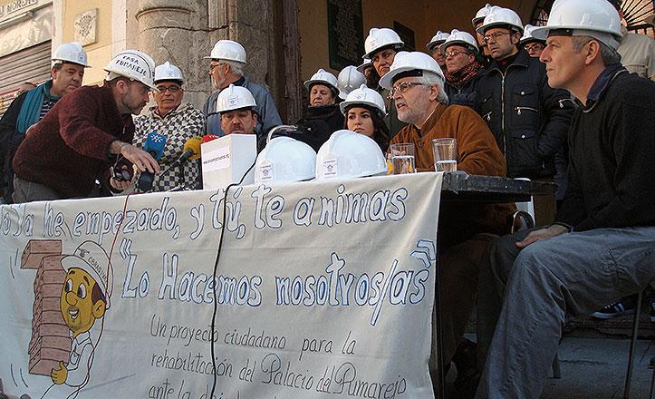 Los miembros de la Asociación Casa del Pumarejo durante la presentación.