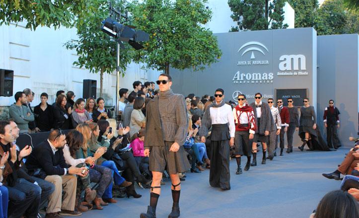 Desfile de Andalucía de Moda en el Paseo de la O en Triana