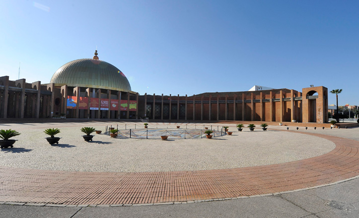 Entrada al Palacio de Exposiciones y Congresos