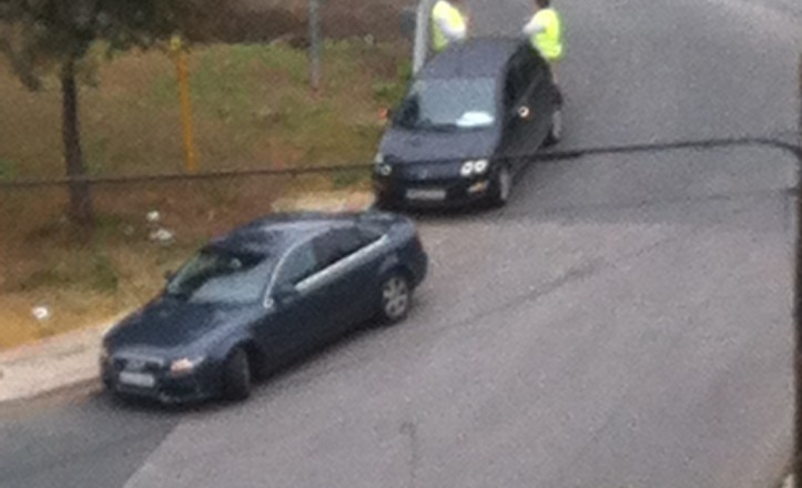Dos vehículos accidentados en la esquina de SE-30 con Rodrigo de Escobedo