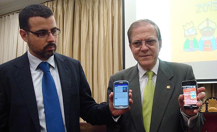 Alberto Máximo Calero y Javier Roldán presenta la aplicación de la cabalgata del Ateneo.