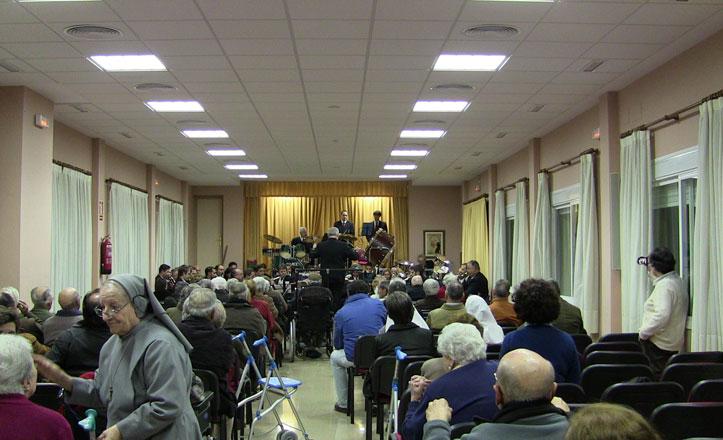 Concierto de la banda sinfónica municipal en la residencia de mayores
