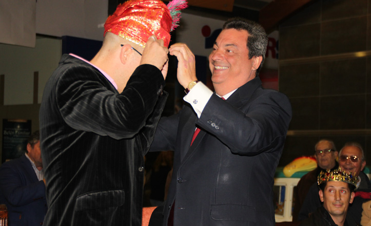 Ignacio Flores corona al rey Baltasar