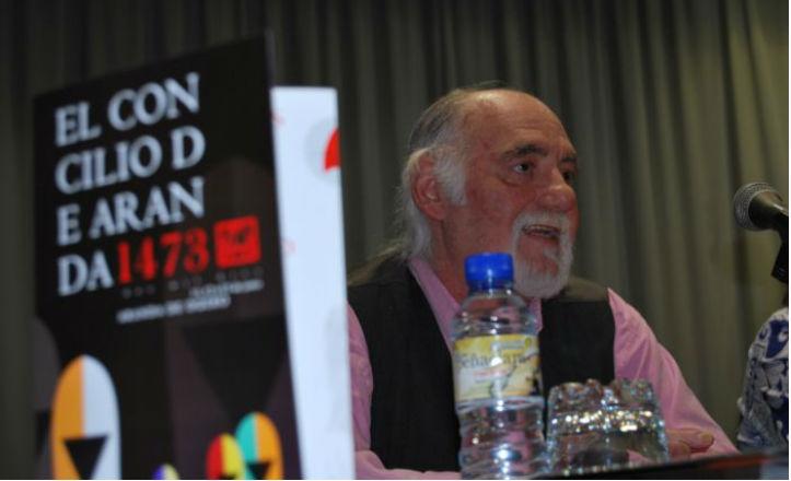 El director, Miguel Nieto, en la presentación de una de sus obras