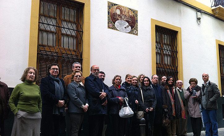 La Junta de Distrito descubre la placa en la casa natal de Gonzalo Bilbao.