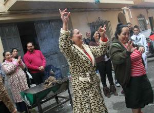 Alegría en Palmete, con cantes y bailes, para celebrar el premio del sorteo de la ONCE