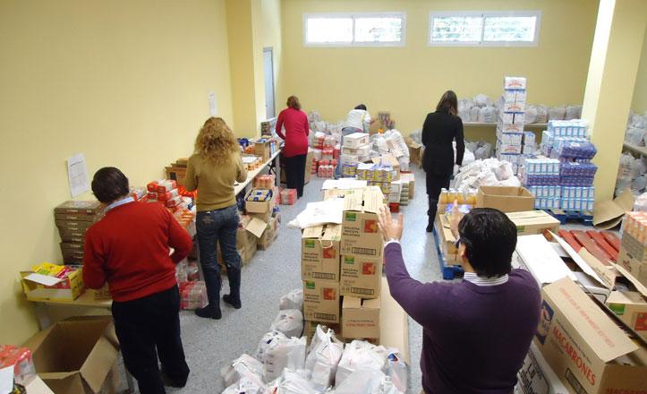 Organización de los alimentos para ser distribuidos próximamente en la Macarena