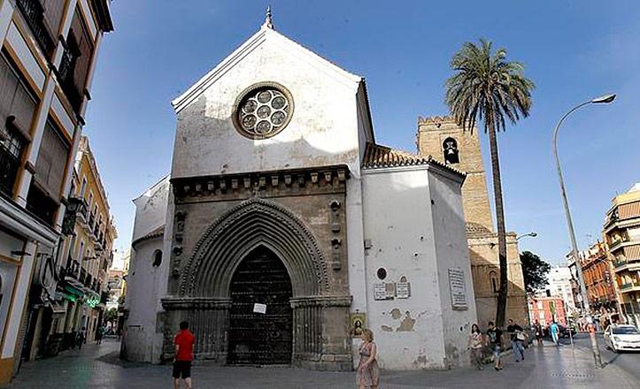 La fachada de la iglesia de Santa Catalina