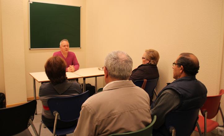 José Manuel impartiendo una de sus clases en el Centro Cívico