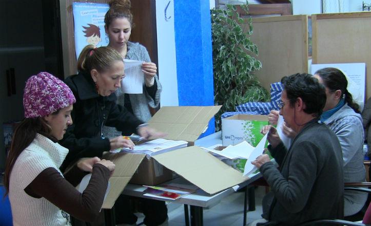 Voluntarios de la asociación Entreamigos trabajando