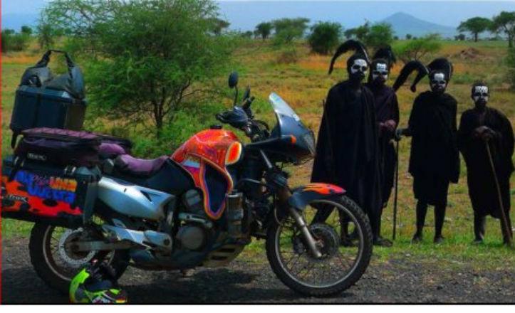 Presentación de un libro sobre viajes en moto