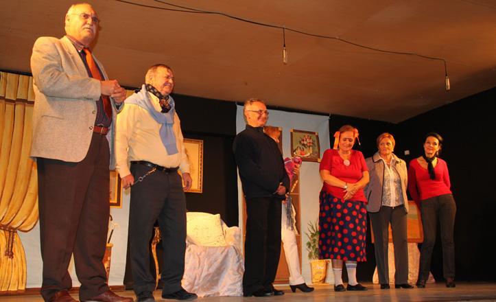 Los actores saludan al final de uno de los espectáculos