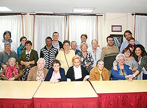 Una foto de grupo de la Asociación Alameda para los Mayores