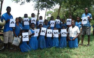 Niños de Malawi agradecen a la Hermandad de la Amargura su ayuda