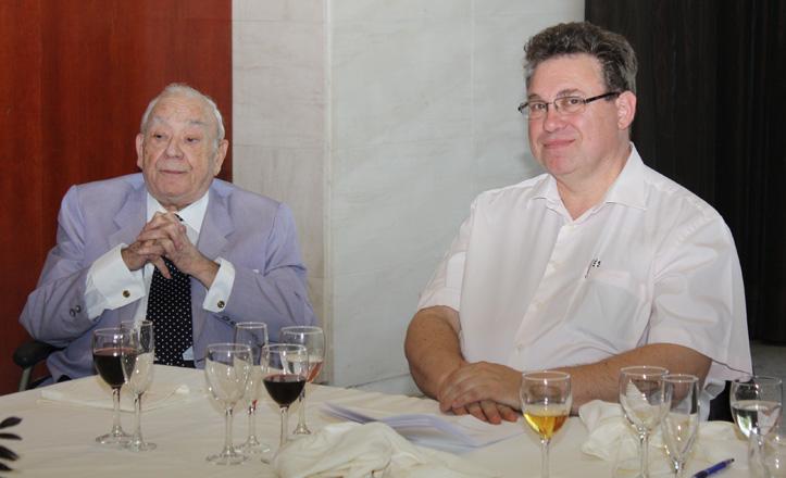 Ángel Luis junto a Ricardo Montecatine durante una comida homenaje