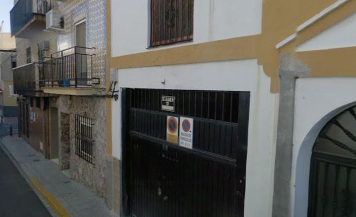 Fachada del centro en la calle Altares