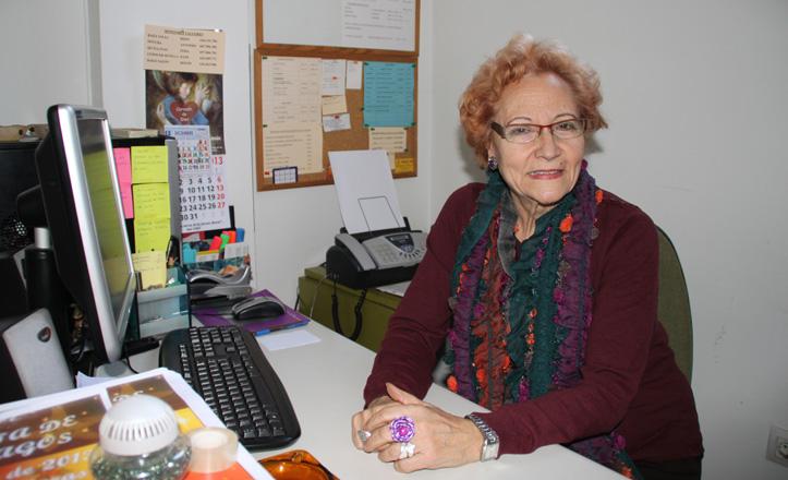 Conchita Rivas sentada en su despacho en la sede de Bermejales 2000