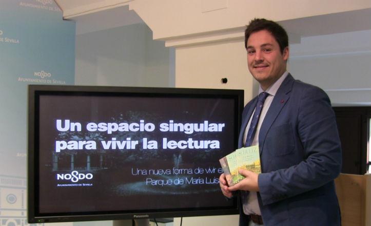 El delegado del distrito Sur, José Luis García, en la presentación de «El Sur es cultura»