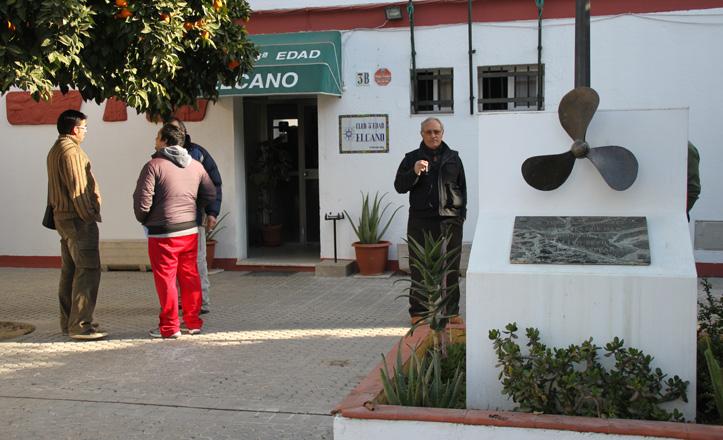 Fachada del club de la tercera edad El Cano en la calle goleta