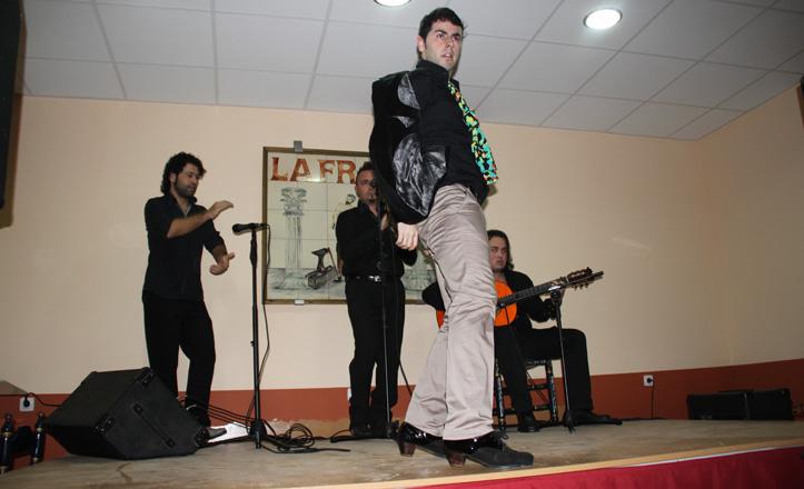 Marco de Córdoba y su acompañamiento actuando en La Fragua