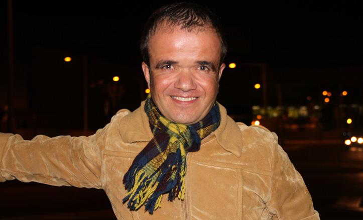 José Manuel Valero posa frente al Palacio de Congresos