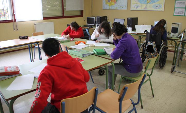 Los niños del aula PTVA de informática