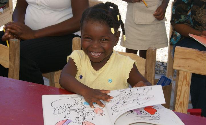 Niña de Haití en el colegio