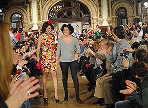La modelo Noelia López y la diseñadora Carmen Jarén.