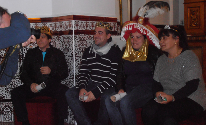 Pablo junto con los otros reyes y la estrella de la ilusión en el acto de coronación