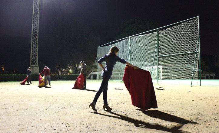 El Club de Aficionados Prácticos Taurinos organiza clases de toreo en el parque de Los Príncipes