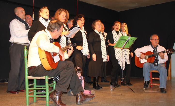 El coro de villancicos La Fragua actuando en la asociación Pepe Moreno