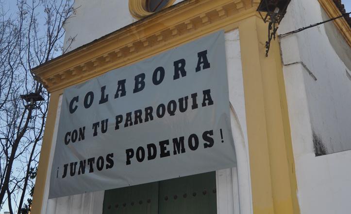 Una pancarta colgada en la puerta de la parroquia Sagrado Corazón de Bellavista