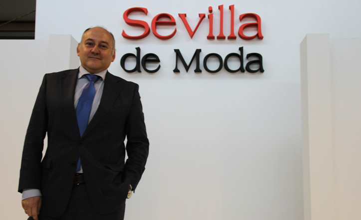 Francisco Valderrama posa en la pasarela de Sevilla de Moda