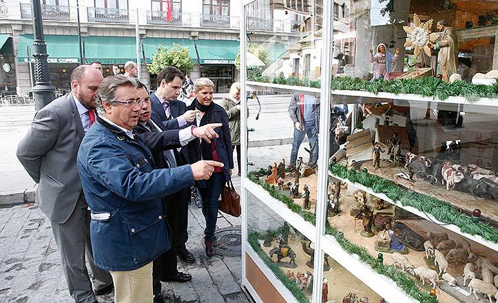 El alcalde Juan Ignacio Zoido en la inauguración de la Feria del Belén