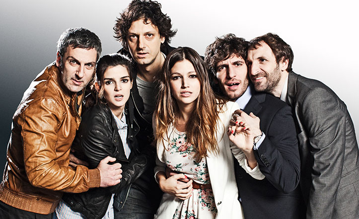 Quim Gutiérrez, Ernesto Alterio, Julián Villagran, Enrico Vecchi, Clara Lago y Ursula Corberó en «¿Quién mató a Bambi?».