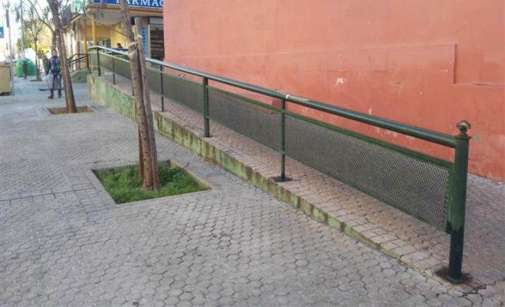 Nueva barandilla en la calle Candelilla