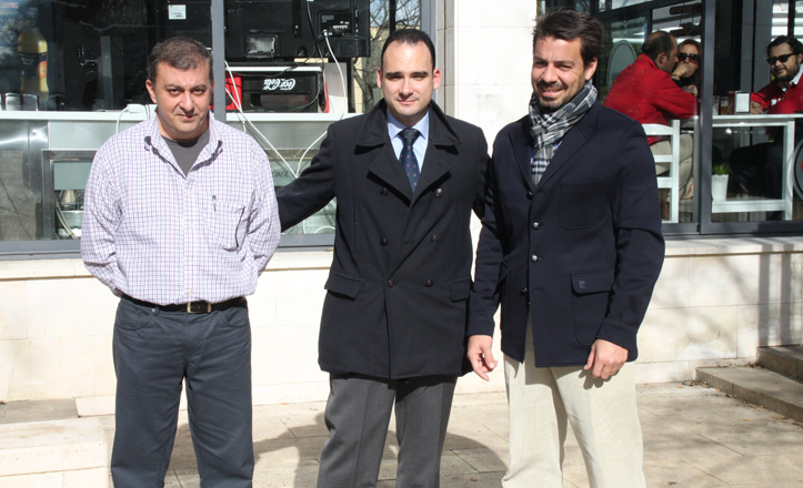 José Manuel Mira, Rafael Belmonte y Carlos frente al Q-Cross