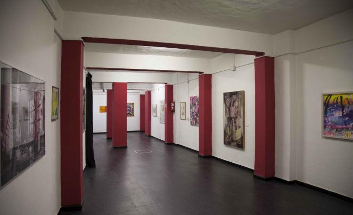 Exposición colectiva en la galería roja