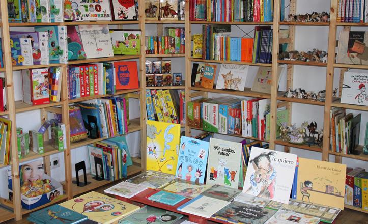 Zona infantil de El oso y su libro