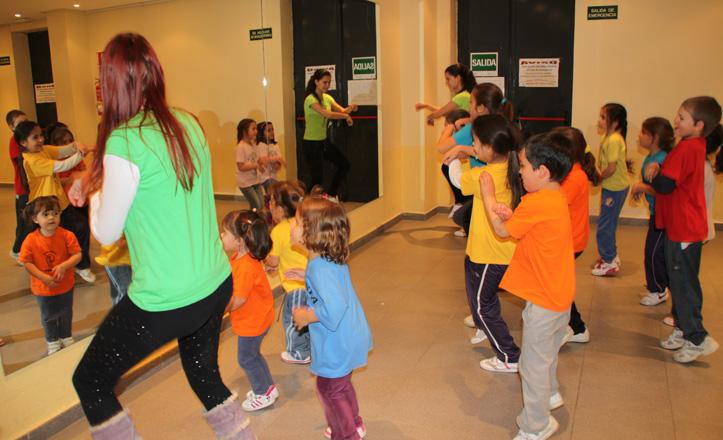 Los niños de Paqui bailando el Gamna Style