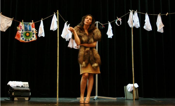 Un momento de la obra teatral «A solas»